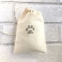 Paw Print Favor Bags Dog Goodie Bag Party Bags Wedding Welcome Baby Shower Candy Bag Cat Birthday Bridesmaid Soap Jewelry Muslin Candy Bags, Goodie Bags, Treat Bags, Welcome Baby Showers, Bachelorette Favors, Baby Shower Candy, 31 Bags, Muslin Bags, Wedding Favor Bags