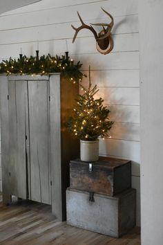 Simple Rustic Country Farmhouse Christmas Style #countryfarmhousedecor