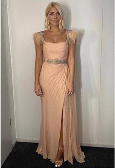 Dancing on Ice host Holly Willoughby looked beautiful as she opened the show in a feathered peach gown by Joao Rolo Couture and William & Son diamond earrings. See her outfit details. Holly Willoughby Outfits, Holly Willoughby Style, Pink Gowns, White Gowns, Peach Gown, Ice Dance, Embellished Gown, Weekly Outfits, Instagram Outfits
