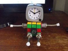 DIY Robot Clock! Would be great for a boy's bedroom!