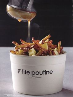 is a picture of poutine and its one of my favorite food to get at fast food/restaurants Burger Restaurant, Fast Food Restaurant, Pizza Chips, Poutine Recipe, My Favorite Food, Favorite Recipes, Fish And Chips, Food Packaging, Food Menu