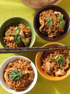 Page CocotteMinute: Glam cooking, creative living Wok, Salad Recipes, Cooking Recipes, Favorite Recipes, Lima, Asian, Ethnic Recipes, Tan Solo, Cilantro