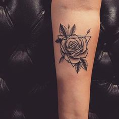 23 Triangle Tattoo Ideas You Will Be Obsessed With Triangle tattoo designs are very popular and have been seen by celebrities like Rita Ora, Ellie Goulding and others. Trendy Tattoos The Mini Tattoos, Dreieckiges Tattoos, Trendy Tattoos, Forearm Tattoos, Rose Tattoos, Unique Tattoos, Flower Tattoos, Sleeve Tattoos, Tattoos For Guys