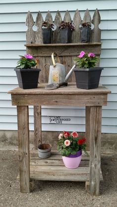 How to make your own reclaimed wood potting bench out of old fencing. This easy potting bench will serve you well for planting and entertaining on your deck