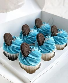 Find images and videos about food, yummy and cake on We Heart It - the app to get lost in what you love. Fancy Cupcakes, Holiday Cupcakes, Cupcake Cake Designs, Cupcake Cakes, Pretty Cakes, Cute Cakes, Cupcake Recipes, Dessert Recipes, Cupcake Decorating Tips