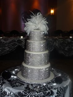 Bling bling wedding cake but not the top. Extravagant Wedding Cakes, Bling Wedding Cakes, Bling Cakes, Amazing Wedding Cakes, Elegant Wedding Cakes, Elegant Cakes, Amazing Cakes, Gorgeous Cakes, Pretty Cakes