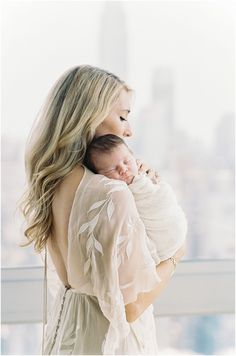 Newborn Photography by Photographer, Michelle Lange, featured on The Fount Collective, a lifestyle publication and community devoted to the art of being a mother._0012.jpg