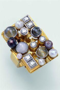 Elisabeth Treskow-(1898-1992) Germany. Ring 1928 - Gold, diamonds, Chrysoberyl-(cat's eye), star sapphire, pearls. Bague or avec diamants, chrysobéryl- oeil de chat, saphir étoilé, perle. Goldring mit Diamanten, Chrysoberyll-Katzenaugen, Sternsaphir und Perlen.