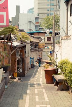 Insadong Back Alley by stuckinseoul City Aesthetic, Travel Aesthetic, Asian Photography, Street Photography, Building Photography, South Korea Travel, Japan Street, City Wallpaper, Countries To Visit