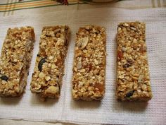 Cherry Chocolate Chip Granola Bars - No bake chewy granola bars filled with chunks of cherries and chocolate. Chocolate Chip Granola Bars, Chewy Granola Bars, Rice Krispie Treats, Rice Krispies, Sweet Recipes, Snack Recipes, No Bake Bars, Chocolate Cherry, Afternoon Snacks