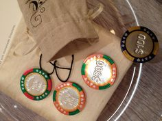 pokerowe upominki dla gosci/ Perfect favors for my Beautiful Bride & Professional Poker Playing Groom!! #luckyinlove #awinningpair personalized chocolate poker chips w their wedding date & lucky in love inside vintage burlap love bag