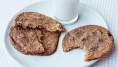 Dark Chocolate and Sea Salt Cookies. turn out thin with crispy edges, soft centers and plenty of flavor. #sjokolade #kjeks