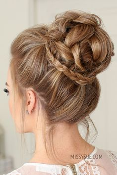 Prom hair updos stay trendy from year to year due to their gorgeous look and versatility. See our collection of elegant prom hair updos, as this important event is approaching and you need to start preparing. High Bun Hairstyles, Box Braids Hairstyles, Short Bob Hairstyles, Cool Haircuts, Wedding Hairstyles, Hairstyle Ideas, Homecoming Hairstyles, Prom Updo, Prom Hair Bun