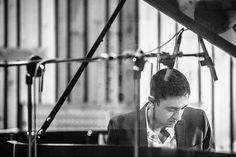 Elevado nos últimos anos ao estatuto de um dos fundamentais nomes do jazz mundial, Vijay Iyer toca esta sexta-feira em trio na Culturgest. Momento certo para ouvir um pianista que reclama tanto Thelonious Monk como Jay Dilla para a música que faz.