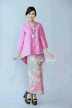 Simply elegant and sweet :)… Kebaya Lace, Kebaya Hijab, Kebaya Dress, Batik Kebaya, Kebaya Muslim, Batik Dress, Muslim Fashion, Ethnic Fashion, Mode Batik