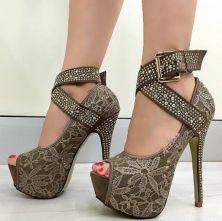 zapatos con encaje verdoso
