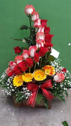 Fresh Flowers, Beautiful Flowers, Floral Arrangements, Floral Wreath, House Design, Wreaths, Plants, Gardens, Party