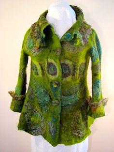 Зеленый пиджак спереди