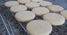 sugar dough for cookies – Lace Wedding Cake Ideas Girl Birthday Cupcakes, Cupcakes For Boys, Birthday Cookies, Cupcake Cookies, Baby Shower Pasta, Christmas Cupcakes Decoration, Sugar Dough, Pull Apart Cupcake Cake, Fondant Icing
