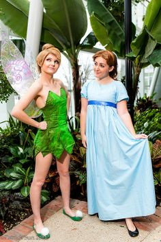 Tink and Wendy from Peter Pan Halloween Duos, Best Friend Halloween Costumes, Cute Costumes, Halloween Outfits, Cosplay Costumes, Teen Costumes, Woman Costumes, Costume Ideas, Peter Pan