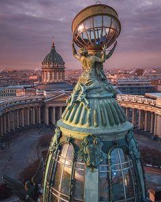 Вид на купол Дома Зингера и Казанский кафедральный собор. Автор: Vitaliy Karpovich (Vitaliy.karpovich).