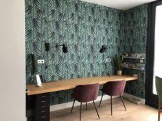 Dubbele werkplek met zwevend eiken bureau | Madame Garage Pooja Rooms, Tropical, Future House, Home Office, Sweet Home, Garage, Minimalist, Living Room, House Styles