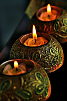 From: Ana Rosa, please visit Chandelier Bougie, Candle In The Wind, Candle Lanterns, Green Candles, Green And Orange, Olive Green, Candlesticks, Candle Holders, Porta Velas