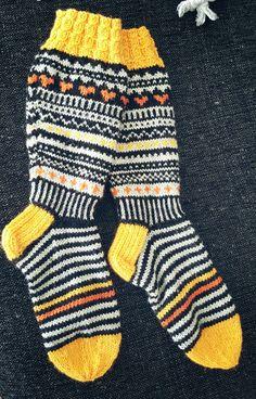 Näihin ei vaan kyllästy 😚 JonSukat ❤ Lankana 7-veljestä. Tämä pari meni tyttärelleni. Wool Socks, Knitting Socks, Knitting Needles, Winter Socks, Types Of Craft, Boot Cuffs, Yarn Crafts, Knitting Projects, Knit Crochet