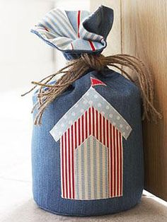 Beach hut doorstop to sew - Make it with a metre of fabric - Home makes