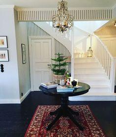 pelarbord i hallen - finally! Oversized Mirror, Interior, Instagram Posts, House, Furniture, Home Decor, Decoration Home, Indoor, Home
