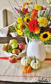 Sophia's: Fall in the Dining Room... 5 Easy Fall Centerpieces