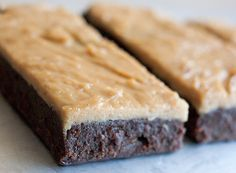 Protein bar: it's really hard to find the perfect iprotein bar. Most have way too many carbs or contain sugar alcohol which for some has a very unpleasant side effect. These use chocolate protein powder and natural peanut butter and top out at 3.88 net carbs and a whopping 23.54 grams of protein!