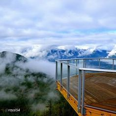 By @reyal54 I'm a dreamer. I have to dream and reach for the stars, and if I miss a star then I grab a handful of clouds - Mike Tyson. #seatosky #squamish #seatoskygondola #sharebc #amazingview #beautifulbc #explorebc #explorecanada #getoutside #hellobc