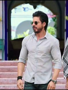 Shahrukh Khan Raees, Tiger Shroff, King Of Hearts, Beautiful Girl Photo, Aishwarya Rai, Mens Fashion, Fashion Outfits, Celebs, Celebrities