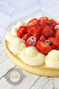Pour changer du praliné, c'est une recette estivale que je vous propose aujourd'hui : une tarte aux fraises et aux framboises accompagnée d'une crème diplomate à la vanille. Pour le montage, je me suis inspirée de la tarte de Nicolas Bernardé qui m'a tout de suite tapé dans l'œil. La recette est légèrement différente de … … Lire la suite →