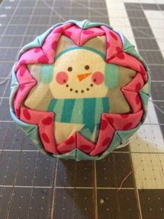 Create Kids Couture: Quilted Ornaments Diy Quilted Christmas Ornaments, Folded Fabric Ornaments, Christmas Wood, How To Make Ornaments, Diy Christmas Gifts, Christmas Projects, Handmade Christmas, Christmas Tree Ornaments, Holiday Crafts