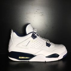 Used Great Condition All shoes are Authentic Guaranteed Please see ALL images prior to purchasing, as they will help you make an accurate judgement on th Popular Sneakers, Latest Sneakers, White Sneakers, Sneakers Nike, Jordan Swag, Sneaker Heads, Michael Jordan Shoes, Jordan Retro 4, Lit Shoes