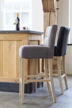 KARWEI | Met deze hoge stoelen creëer je voor je vrienden een fijne plek om te zitten en bij te kletsen tijdens het koken.