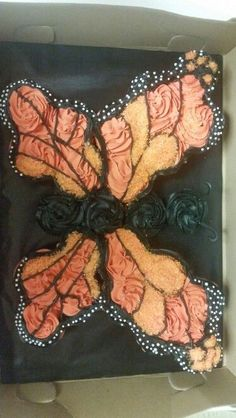 Ideas Cupcakes Decoration Butterfly Pull Apart For 2019 Butterfly Cupcake Cake, Cupcake Cake Designs, Cupcake Shops, Butterfly Birthday, Cupcake Ideas, Pull Apart Cupcake Cake, Pull Apart Cake, Kid Cupcakes, Cupcake Wars