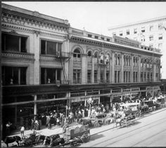 Broadway Department Store, corner of 4th Street, 1910. :: Photographs