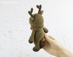 Place this adorable reindeer under the tree to make Christmas morning extra cuddly! It will bring the holiday spirit to your home and delight all your guests. Y