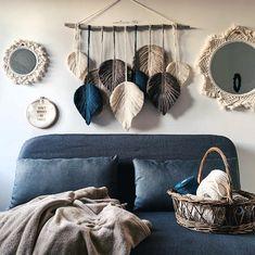 Macramé Feather Suspension - My Store Macrame Design, Macrame Art, Macrame Projects, Driftwood Projects, Macrame Knots, Micro Macrame, Macrame Wall Hanging Patterns, Macrame Patterns, Boho Diy