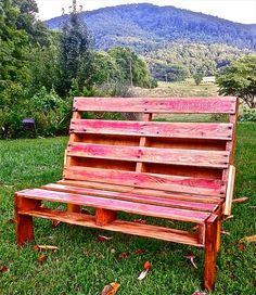 Outdoor Pallet Bench | Pallet Furniture DIY.  Hey Heidi how about this one it would be great for the kids.  Nice and sturdy