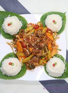 Vegetable Seasoning, Korean Food, Food Plating, Japchae, Pork, Food And Drink, Dinner, Vegetables, Cooking