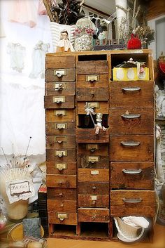 Such an amazing piece in Ruth Rae's studio! I love old wooden drawers, I can't stand plastic containers everywhere...