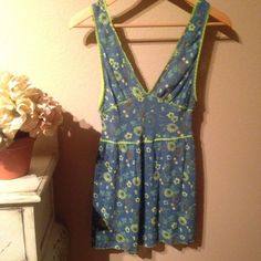 FLASH SALEFREE PEOPLE bluegreen daisy tank Blue and lime green daisy stretch tank. Reasonable offers are welcome. If you love FP check out my closet!! Free People Tops Tank Tops