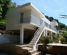 Eileen Gray, La Maison au bord de la mer or E.1027, Roquebrune-Cap-Martin, France. 2