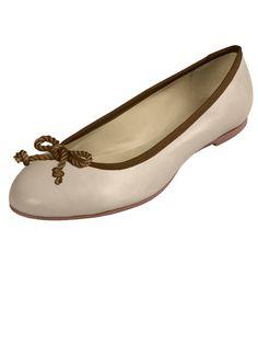 Beiger Leder Schuh von LIMBERRY