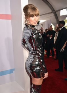 Taylor Swift ~ glittery lines💋Taylor Swift wearing a very short and tight dress. The slut is teasing usA human disco ball, American Music Awards (x)Taylor Swift she is a singer, songwriter and actress : who made her debut in the mus Taylor Swift 2018, Taylor Swift Legs, Taylor Swift Style, Taylor Swift Pictures, Taylor Alison Swift, Beautiful Taylor Swift, Taylor Taylor, American Music Awards, Look Disco