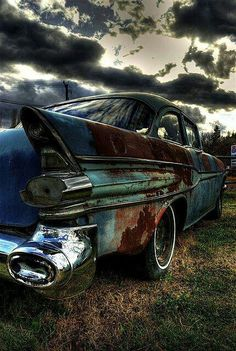 I love pictures of abandoned cars. Reminds me of my grandad's many adventures buying and bringing back to life old cars. Abandoned Cars, Abandoned Places, Abandoned Vehicles, Carros Vintage, Vintage Cars, Antique Cars, Chevy, Amoled Wallpapers, Pompe A Essence